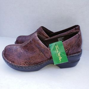 NWT Thom McAn toille 8.5. brown wide clog